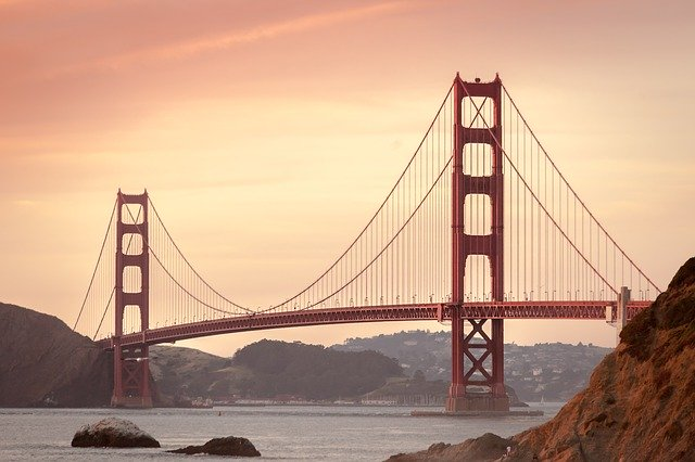 A picture of Golden Gate Bridge in San Francisco.